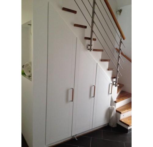 particuliers placard sous escalier abc organisation. Black Bedroom Furniture Sets. Home Design Ideas